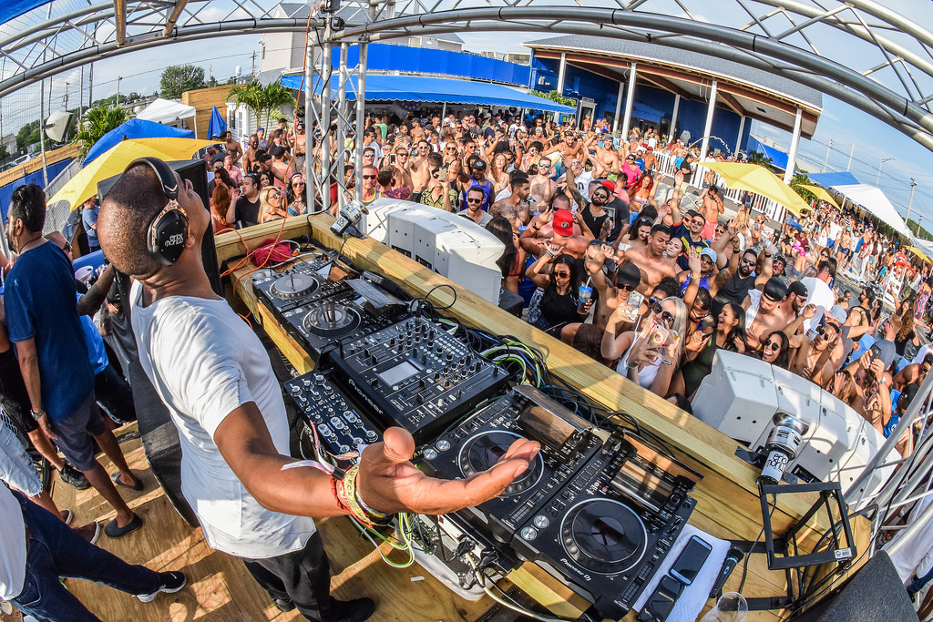 Dj Camilo & Alex Sensation MDW 2018 Harrahs Pool Party