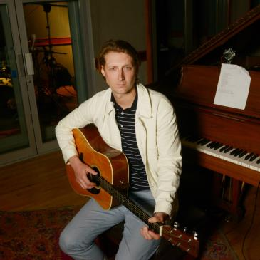 ERIC HUTCHINSON with Skout-img